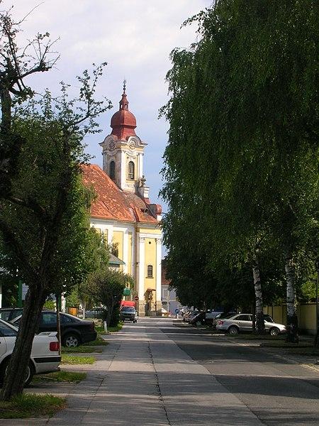 File:Gleisdorf.Marienkirche.JPG