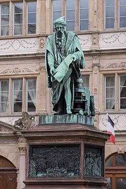 Gutenberg-Denkmal in Straßburg-Strasbourg.jpg