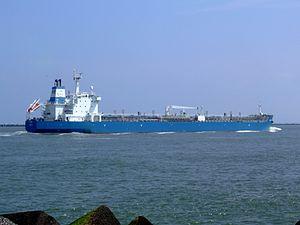 HC Elida p4 approaching Port of Rotterdam, Holland 03-Jun-2007.jpg