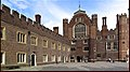 Hampton Court Palace. - panoramio (17).jpg