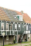foto van Houten huis onder een dak met de nummers 8 en 10