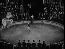Archivo: El que recibe una bofetada (1924) .webm