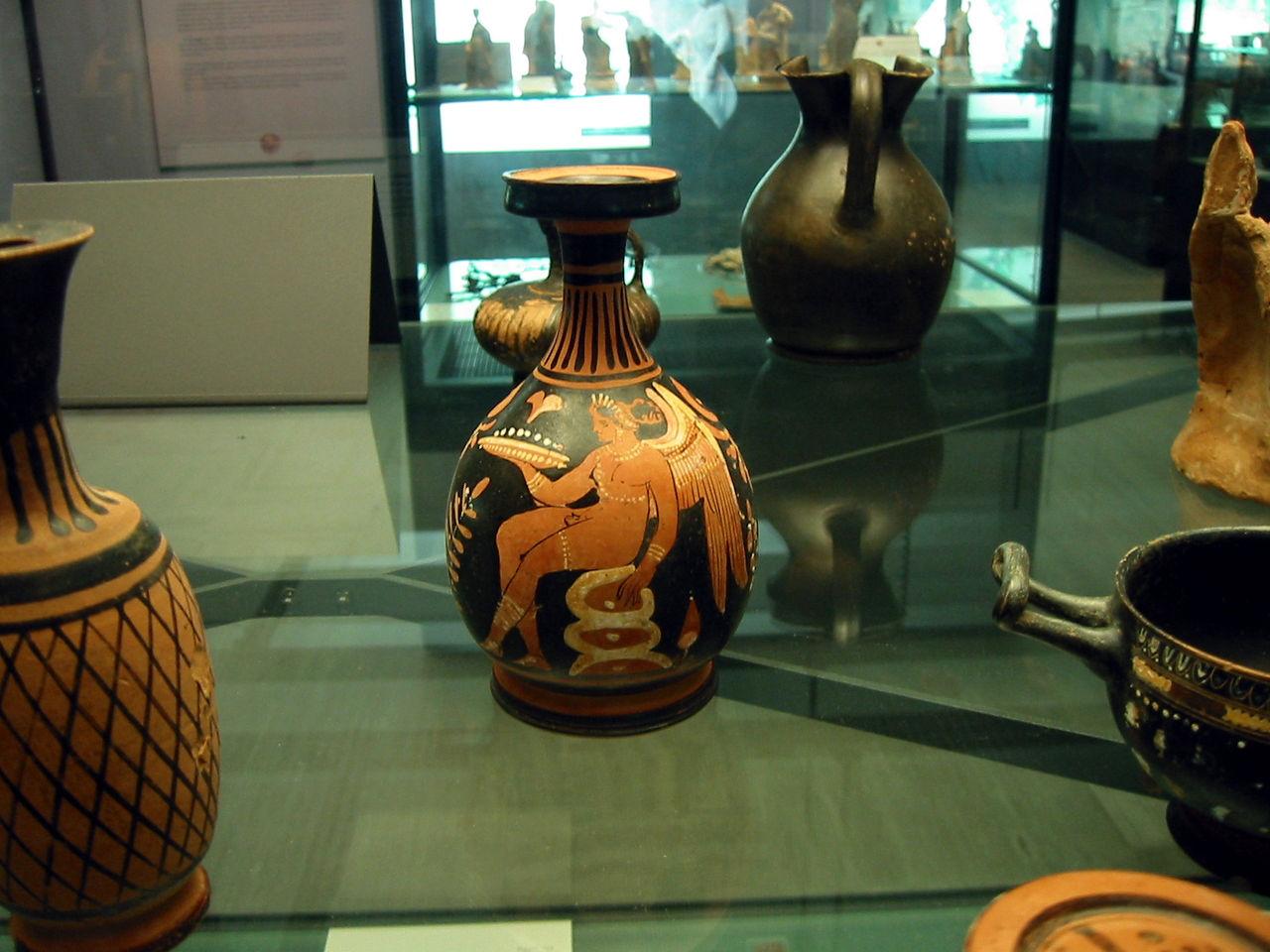 Herakleia Museo Nazionale Della Siritide Pottery2.jpg