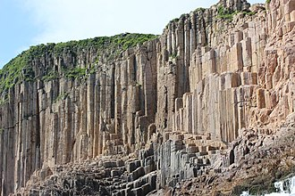 Hong Kong Global Geopark - Image: Hexagonal volcanic tuffs Sai Kung