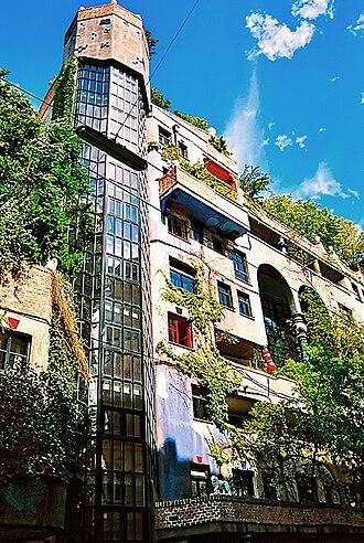 Hundertwasserhaus - Image: Hundertwasser 01