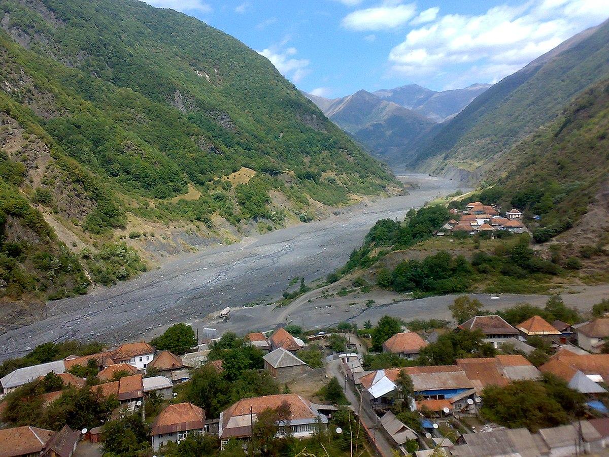 ILiSU village and Mountains - panoramio.jpg