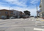 Inbound train at Taraval and 35th Avenue, May 2018.JPG
