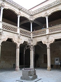 Interior of the house of the shells in Salamanca.jpg
