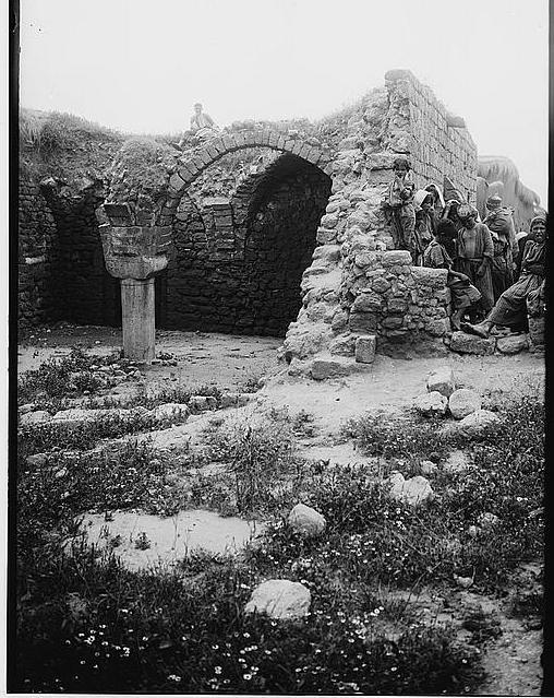 Isdud 08, ruins 1900