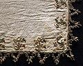 Italia, fazzoletto in lino, con ricami in seta e oro filato, 1575-1600 ca. 02.jpg