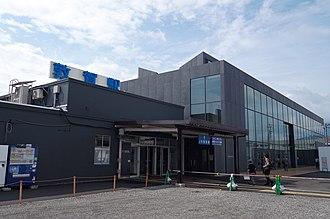 Tsuruga Station - Image: JR北陸本線 敦賀駅 Tsuruga sta. 2014.8.25 panoramio (1)