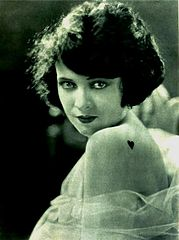 Jacqueline Logan - Feb 1922 Photoplay.jpg