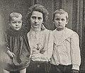 Jekaterina Peshkowa mit den Kindern Katja und Maxim (Foto vor 1903), in Rhein und Düssel Nr. 9 vom 26. Februar 1905.jpg