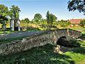 Jeníkov, silniční mostek s výklenkovou kaplí.jpg
