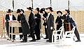 Jerusalem-Klagemauer-46-betende Juden-2010-gje.jpg