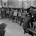 Jeruzalem. Studerende leerlingen van een Jeshiwa (een Talmoed hogeschool) in hun, Bestanddeelnr 255-0392.jpg