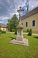 Kříž před kostelem, Vranová Lhota, okres Svitavy.jpg