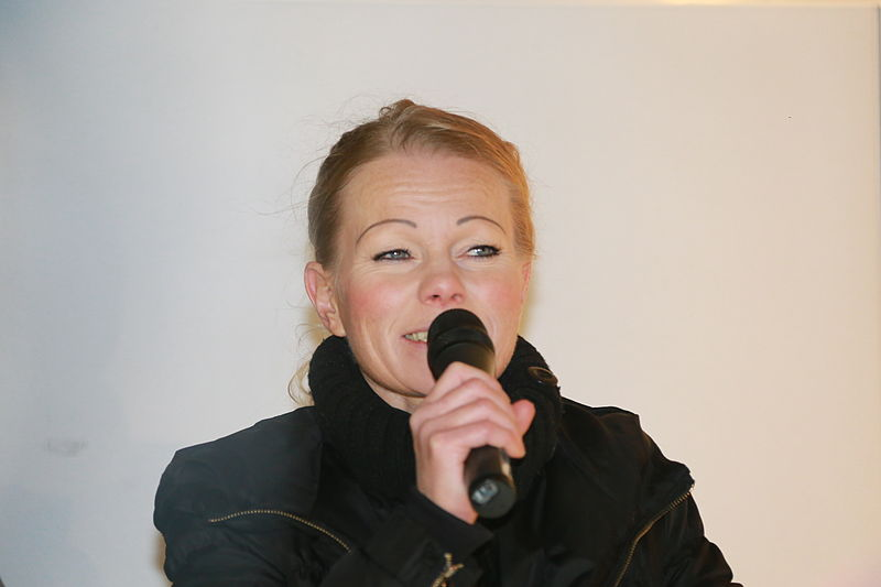File:Kathrin Oertel bei Pegida Demonstration in Dresden am 05.01.2015 (15650432643).jpg