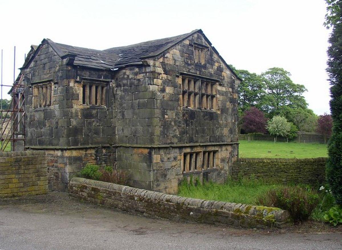 Kirklees Priory Gatehouse, Clifton - geograph.org.uk - 177762.jpg