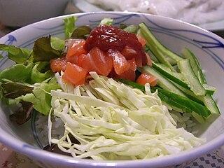 Hoe-deopbap raw fish bibimbap