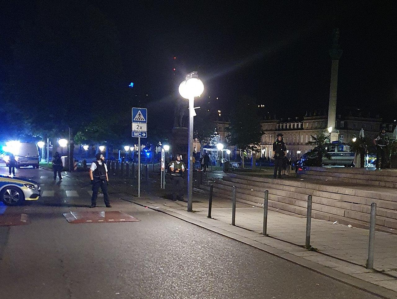 Krawalle in Stuttgarts Innenstadt am 21.06.2020 - 13.jpg