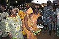 L'épouse du roi des des N'Zima et sa suite.JPG
