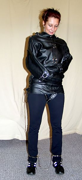 Fil:Leather-straitjacket - model Jassi.jpg