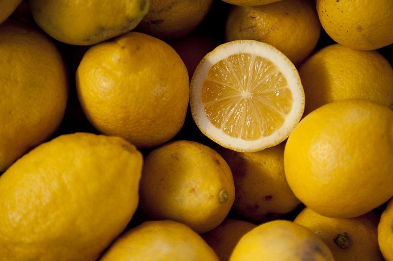 File:Lemons for sale.JPG