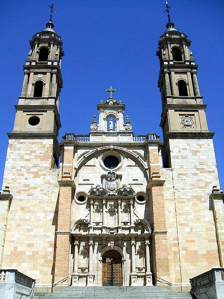 File:Leon - San Juan y San Pedro de Renueva 02.jpg