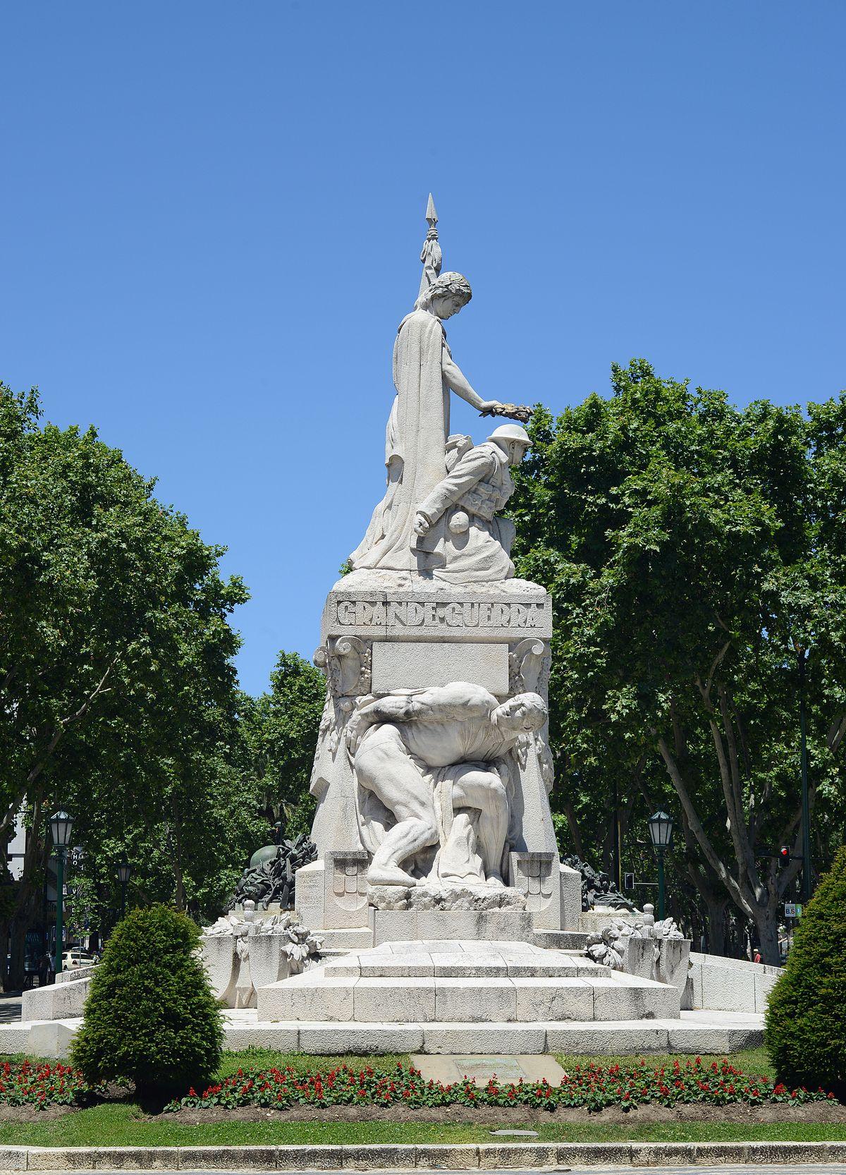 Monumento aos Mortos d...