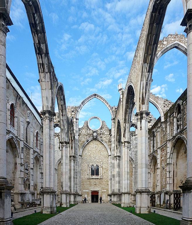 Nef de l'église des Carmes à Lisbonne. Photo de Velvet