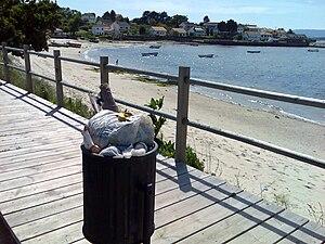 Lixo na praia de Boa, Noia