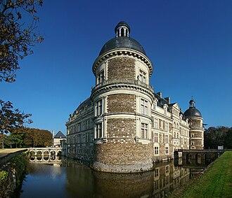 Château de Serrant - Side vieuw of the Main facade