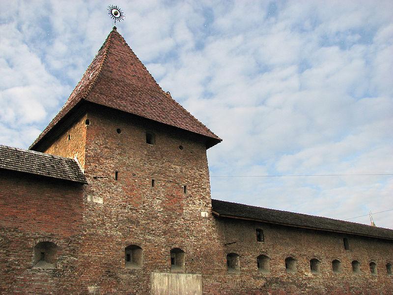 Зображення:Lviv - Bernardyny - The Hlynyanska Tower.jpg