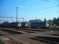 MÁV V43-as mozdonyok Kiskunhalas állomáson.jpg