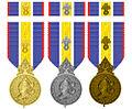 Médaille de la Gendarmerie nationale driemaal.jpg