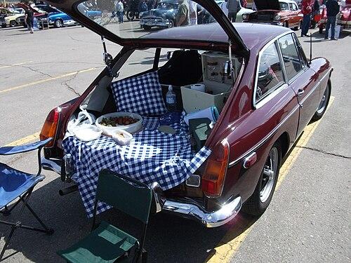 MGBGT-picnic