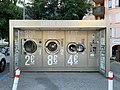 Machines à laver dans la rue en libre-service à Embrun (juillet 2019).jpg