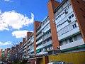 Madrid - Bloque de viviendas 'La Herradura', Barrio de Media Legua, Distrito de Moratalaz 1.jpg