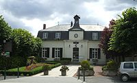 Mairie de st martin du tertre.JPG