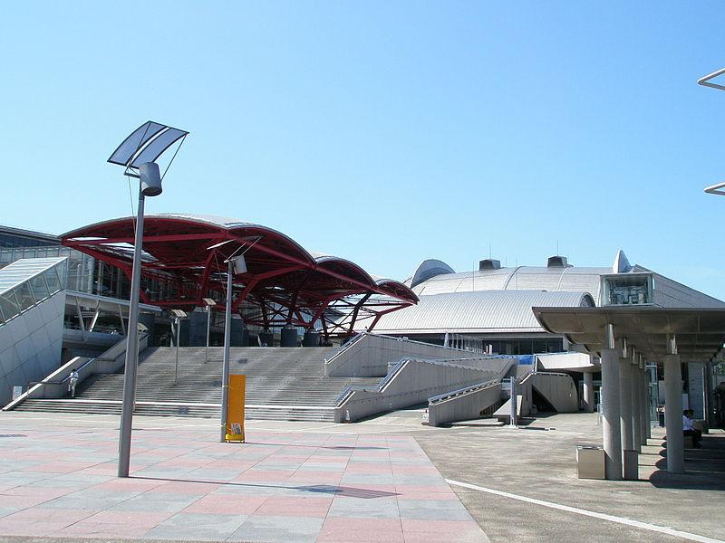 幕張メッセ国際展示場1-8ホール及び幕張イベントホール入口