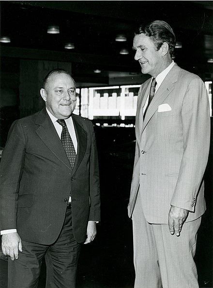 Muldoon and Australian Prime Minister Malcolm Fraser, meeting in 1978 for a Regional Commonwealth Heads of Government Meeting in Sydney Malcolm Fraser & Robert Muldoon (17473395099).jpg