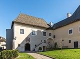 Maria Saal Domplatz 4 Kapitelhaus über Torbau West-Ansicht 31102018 5276.jpg