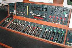 الإستوديو التليفزيونى 250px-Mark_III_radio_desk
