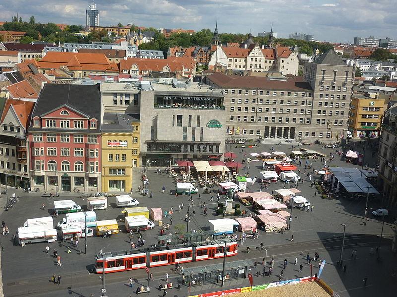 File:Marktplatz Halle von der Marktkirche.JPG