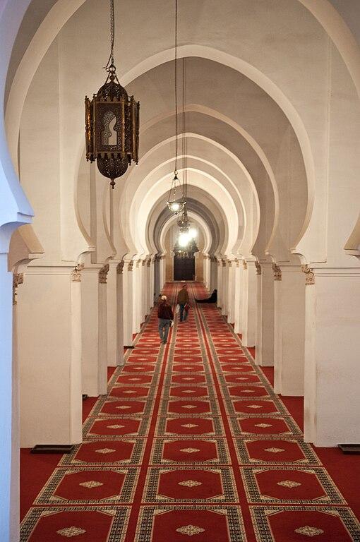 A l'intérieur de la mosquée Koutoubia à Marrakech. Photo de Michal Osmenda.