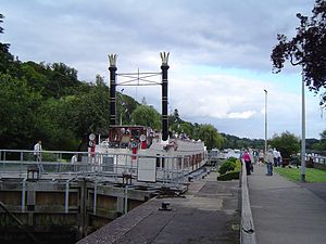 Marsh Lock - Marsh Lock filled by a large riverboat