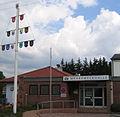 Mehrzweckhalle Sembach mit Zunftbaum (Hans Buch).jpg