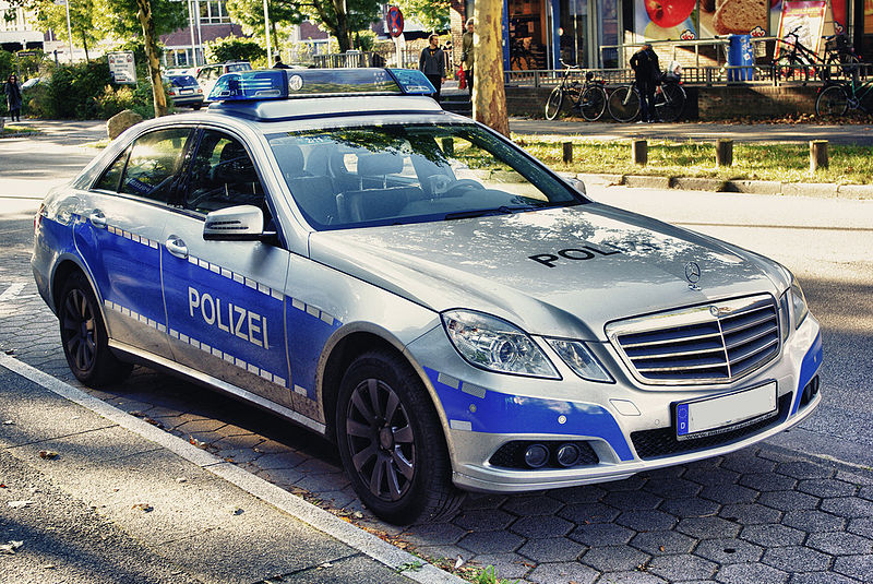 File:Mercedes Benz W 212 Polizei Hamburg.jpg