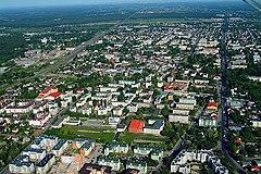 Zdjęcie lotnicze znad wschodniej części miasta w kierunku zachodnim
